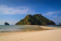 Beautyful海岛和双海靠岸, Krabi泰国 免版税图库摄影