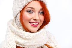 beautyful白色背景的红头发人愉快的妇女画象与拷贝空间 圣诞节概念新年度 库存图片