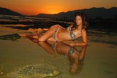 Beautyful,海滩的可爱的少妇 免版税库存照片