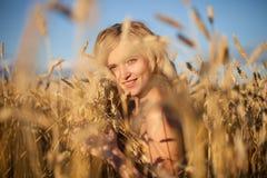 beautyful field summer woman Στοκ Φωτογραφία