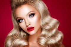 Beautyful flicka med ljust smink Royaltyfria Foton