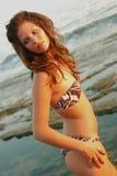 Beautyful, jeune femme attirante à la plage Image stock