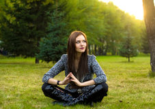 Beautyful woman sitting in park Royalty Free Stock Photo
