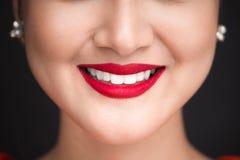 beauvoir 关闭美丽的妇女嘴唇看法有红色暗淡嘴唇的 免版税图库摄影