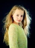 beauvoir 孩子美发师 皮肤和护发 愉快的孩子童年  女孩时尚画象  小女孩与 免版税库存图片