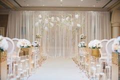 Beaux éléments de décoration de conception de cérémonie de mariage avec la voûte Images stock