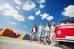 Beaux ados au festival d'été Photo stock