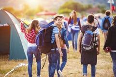 Beaux ados au festival d'été Images libres de droits