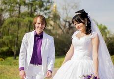 Beaux ajouter de nouveaux mariés de jeunes mariés à Images libres de droits