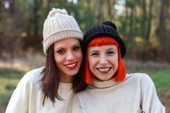 Beaux amis dans la forêt Photographie stock libre de droits