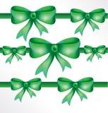 Beaux arcs décoratifs avec le ruban horizontal pour la décoration de cadeau Photo stock