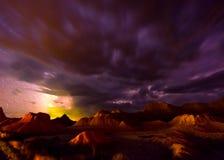 Beaux bad-lands nuageux le Dakota du Sud de nuit photographie stock libre de droits