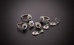 Beaux bijoux de diamant d'isolement sur le fond noir Photographie stock libre de droits
