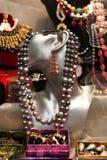 Beaux bijoux faits de perles et d'autres matériaux naturels Photos stock