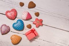 Beaux biscuits décorés de pain d'épice Images stock