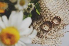 Beaux bouquet de mariage et anneaux de mariage Photos libres de droits