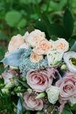 Beaux bouquet et anneaux de mariage Photos stock