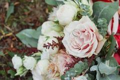 Beaux bouquet et anneaux de mariage Photo libre de droits