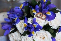Beaux bouquet et anneaux de mariage Images libres de droits