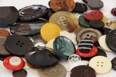 Beaux boutons multicolores de différentes tailles Images libres de droits