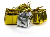 Beaux cadeaux de Noël d'isolement sur le fond blanc Photographie stock libre de droits
