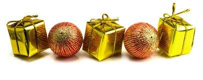 Beaux cadeaux de Noël d'isolement sur le fond blanc Photo libre de droits