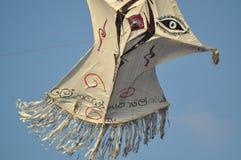Beaux cerfs-volants sur le ciel Ciel sri-lankais images stock