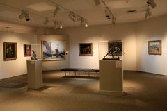 Beaux chefs d'oeuvre et sculptures sur des piédestaux, Art Gallery commémoratif, Rochester, New York, 2017 images libres de droits