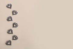 Beaux coeurs d'amour en métal d'argent de vintage pour des mariages ou des valentines Photo stock
