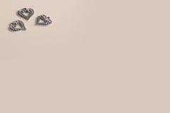 Beaux coeurs d'amour en métal d'argent de vintage pour des mariages ou des valentines Image stock