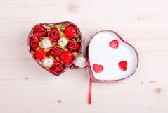 Beaux coeurs de valentine à bord avec l'espace pour le texte Photos stock