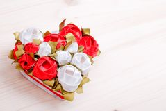 Beaux coeurs de valentine sur le conseil avec l'espace pour le texte Image libre de droits