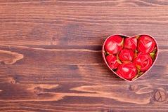 Beaux coeurs de valentine sur le conseil avec l'espace pour le texte Photos libres de droits