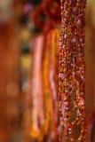 Beaux colliers multicolores de perle Images libres de droits
