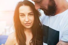 Beaux couples à l'angle étroit Photo stock