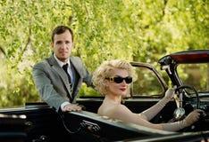 Beaux couples à l'extérieur Photographie stock