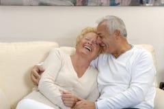 Beaux couples aînés. Images libres de droits