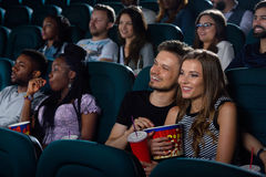 Beaux couples au théâtre de film Image libre de droits