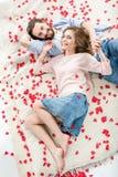 Beaux couples dans l'amour Photos libres de droits