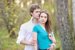 Beaux couples dans l'amour l'été Photo stock
