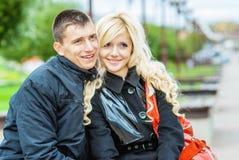 Beaux couples dans la séance d'amour Photo stock