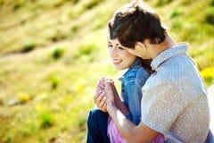 Beaux couples dans le domaine Guy Looking Forward photos libres de droits