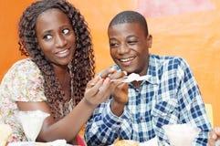 Beaux couples dans le restaurant Photographie stock libre de droits