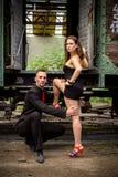 Beaux couples de la danse d'artistes professionnels Images stock