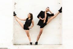 Beaux couples de la danse d'artistes professionnels Image libre de droits