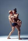 Beaux couples des danseurs image stock