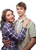 beaux couples heureux étreignant au-dessus du fond blanc Images libres de droits