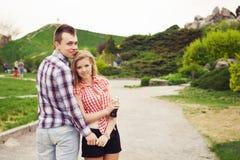 Beaux couples heureux une date Photo libre de droits