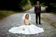 Beaux couples juste mariés Image stock