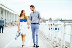 Beaux couples ? l'ext?rieur photographie stock libre de droits